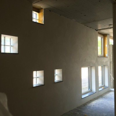 Wanden met veel ramen