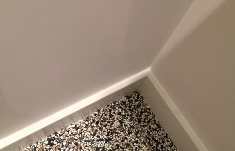 Gestuct toilet met mooie terrazzo vloer